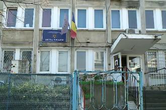 Un polițist a fost înjunghiat în curtea Secţiei 9 din Capitală. Agresorul a transmis live pe Facebook momentul atacului