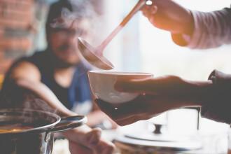 Ce a pățit o femeie din China într-un restaurant, după ce i-a spus unui bărbat să nu mai fumeze