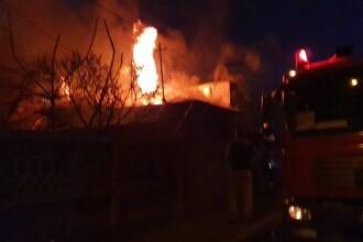Incendiu uriaș în Capitală. Patru case au fost cuprinse de flăcări