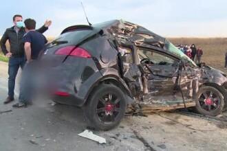 Doi frați de 15 și 22 de ani au murit loviți de un TIR în timp ce se aflau într-o mașină tractată