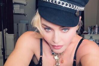 Madonna s-a fotografiat aproape goală și a postat imaginile pe Instagram