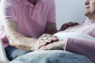 Ce vedem înainte de moarte. Descoperirea unui medic după ce a vorbit cu mii de pacienți în stadii terminale