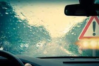 Avertisment Infotrafic pentru șoferi, din cauza ploii torențiale de pe autostrăzile A2 și A4