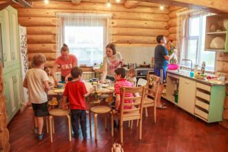 De ce își doresc românii să aibă familii numeroase. Româncele, pe locul 2 în UE la numărul de copii născuți