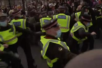 Ciocniri între forţele de ordine şi demonstranţi, la Londra. Cel puţin 26 de persoane, arestate