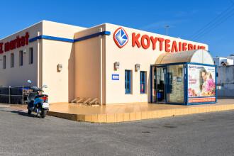 S-au redeschis magazinele în Grecia, sub un control strict