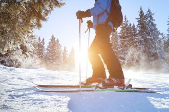 Un norvegian a încercat să evite carantina traversând frontiera cu Suedia pe schiuri