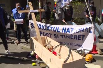 Cruce și sicriu pentru sportul românesc. Sindicaliștii spun că se pregătesc tunuri imobiliare în locul performanțelor