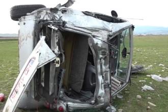 Accident grav pe DN7. Un bărbat a murit, după ce mașina în care se afla s-a răsturnat pe un câmp