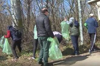 Tone de gunoaie au fost ridicate din orașul Baia de Aramă, după o acțiune de curățenie