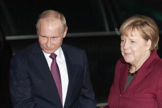 Angela Merkel îi cere lui Vladimir Putin să reducă prezenţa trupelor ruse la frontiera cu Ucraina