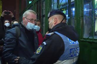 """Scandal în stația de metrou Pipera, din cauza demolării spațiilor comerciale: Jandarm: """"Nu daţi în geamuri!"""""""