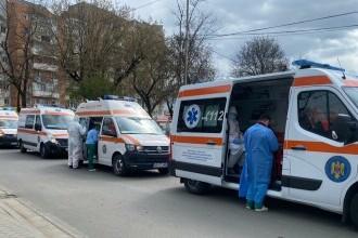 """Spitalul unde ambulanțele așteaptă la rând să predea pacienți. """"Au fost și șapte deodată"""""""