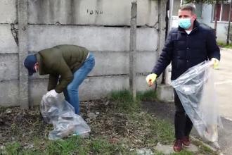 """Sute de saci cu gunoaie au fost strânși de pe străzile din Bistrița de angajații Primăriei, în frunte cu edilul: """"E relaxant"""""""