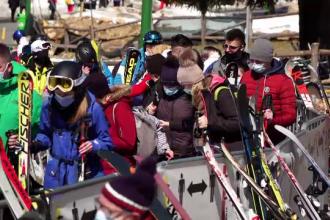 Zăpada a adus din nou schiorii la munte. În Poiana Brașov, pârtiile vor fi deschise și weekendul viitor