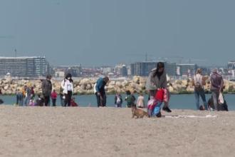 Mii de oameni au venit pe litoral, profitând de vremea frumoasă.