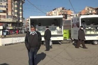 Fermierii din Botoșani își vând marfa din rulote. S-au adaptat la perioada de criză