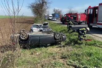 Două mașini s-au izbit violent între Arad și Oradea. Două persoane au suferit răni grave