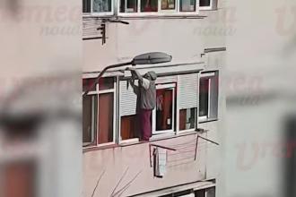 O femeie din Vaslui și-a pus în pericol viața în timp ce a ieșit pe balcon pentru a curăța geamurile. VIDEO