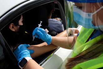 Primul centru de vaccinare direct din mașină din România. Unde a fost deschis