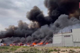 Incendiu uriaș în Spania. Patru depozite ale unei firme de curierat au fost cuprinse de flăcări