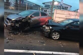 Un bărbat din Brașov a lovit 12 mașini parcate, după ce s-ar fi certat cu iubita lui. Era băut și avea carnetul suspendat