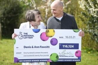 Un britanic a câștigat la loterie 133.000 de euro după ce și-a uitat ochelarii acasă și a ales numerele la întâmplare