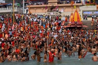 GALERIE FOTO. Festival religios cu milioane de credincioși în India. Manifestarea ar putea răspândi o