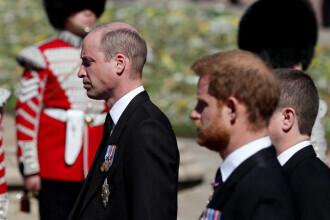 Prinţii William şi Harry, văzuţi discutând împreună la încheierea funeraliilor bunicului lor Philip