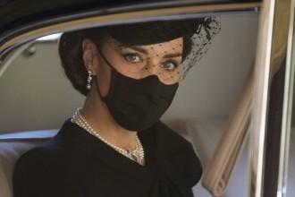 Înmormântarea Prințului Philip, în imagini. Ce ar fi avut Regina asupra ei, în geantă. GALERIE FOTO