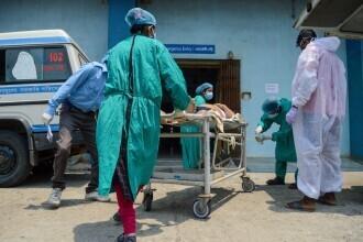 Pandemia ia amploare în India: peste 260.000 de cazuri zilnice. Spitalele sunt copleșite