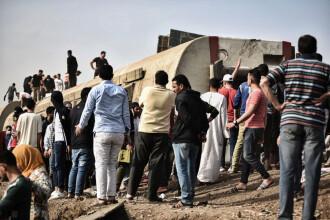 FOTO. Cel puţin 11 morți și 97 de răniţi după deraierea unui tren de pasageri în Egipt