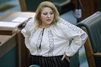 """Senatorii au decis că Șoșoacă a încălcat """"deontologia parlamentară"""". Ce sancțiuni riscă"""