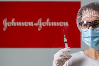 """EMA confirmă o posibilă legătură între vaccinul Johnson&Johnson şi tromboze: """"Beneficiile, mai importante decât riscurile"""""""