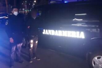 Un tânăr prins pe stradă după ora 22 a fost reținut. Ce au descoperit jandarmii care l-au identificat