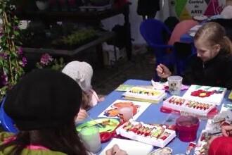 Copiii din Iași sunt în culmea fericirii. Surprizele de care au parte la Sărbătoarea Florilor