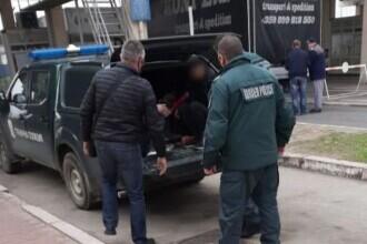 Nouă kurzi, escortați peste graniță de polițiștii de frontieră. I-au filat până au descoperit călăuza