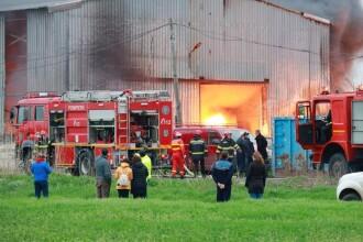 Incendiu violent la un centru de colectare a PET-urilor din Buzău. A fost emis mesaj RO-ALERT