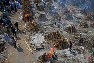 Pacienții decedați de COVID-19 au ajuns să fie incinerați într-o parcare în New Delhi