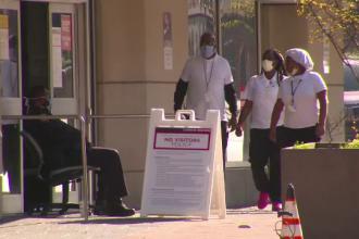 Americanii vaccinați pot renunța la mască în spațiile deschise, cu o singură condiție