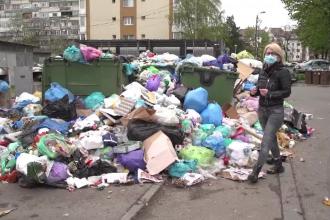 Angajații societăţii de salubritate din Ploiești sunt în grevă, iar gunoaiele se revarsă din ghene