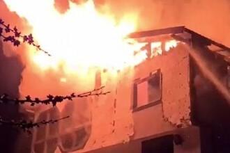 Incendiu devastator în Câmpulung Muscel. O pensiune a ars ca o torță