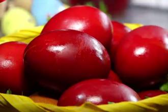Cum se vopsesc ouăle natural. Metoda tradițională a gospodinelor din Transilvania