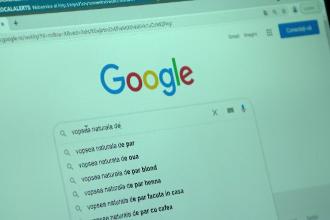 Ce caută românii pe Google înainte de Paște: informații despre vopsirea ouălor și sacrificarea mieilor