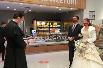 Nuntă înscenată la supermarket, în Sfântu Gheorghe. Protest inedit al organizatorilor de evenimente