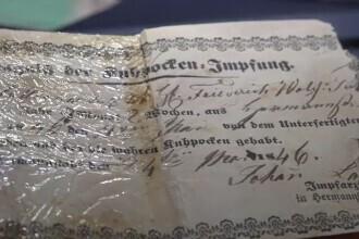 Certificat istoric de vaccinare, expus la Târgu Mureș. Atestă administrarea serului împotriva variolei în România