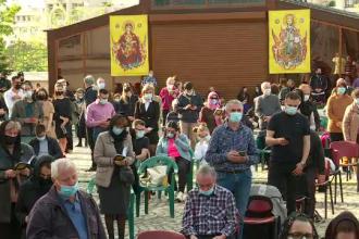 Sute de oameni s-au adunat la Catedrala Patriarhală, la slujba din Vinerea Mare