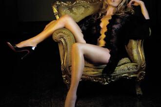 Kate Moss se destrăbălează în vacanţă cu patru masculi arătoşi