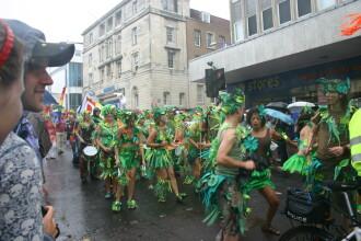 Peste 100.000 de participanţi la Gay Pride, în Brighton!