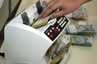 Loviti de valul de scumpiri, romanii primesc o veste buna: euro mai ieftin!